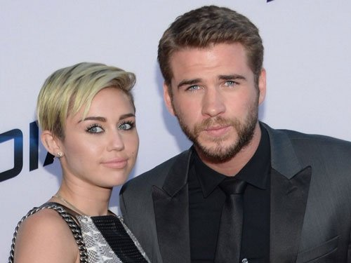 Miley Cyrus reportedly spotted kissing Liam Hemsworth