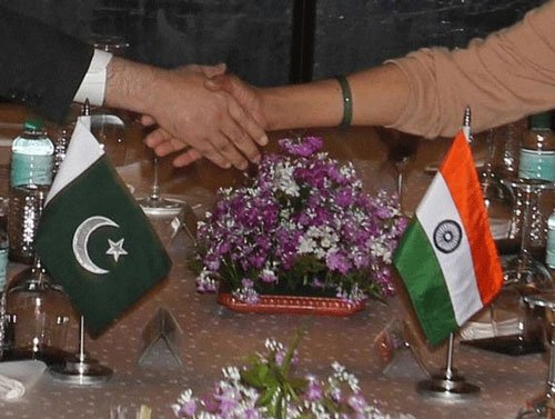 Pak offers cooperation with India