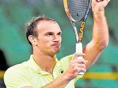 Pavis shock for Almagro