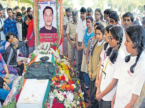 Outpouring of grief for martyred NSG commando