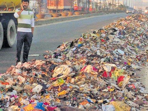 Waste dumped for 200 mtrs on KR Puram flyover