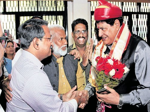 Chauhan takes charge as FTII chairman