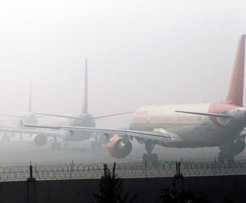 Fog hits 65 flight schedules