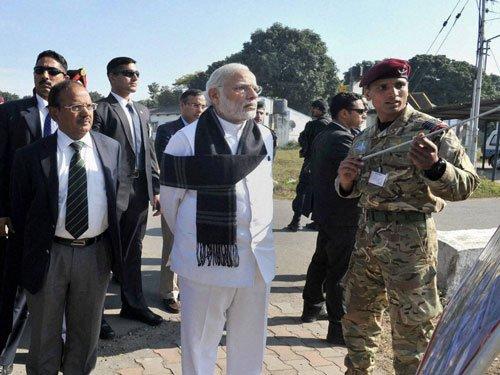 Modi visits Pathankot base, gets briefing on attack