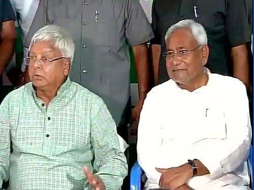 Lalu's jibe puts Nitish in awkward position