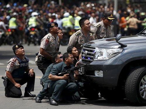Brazen attacks in Jakarta leave 5 gunmen, 2 others dead