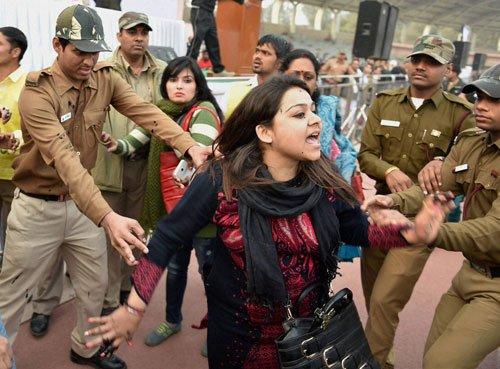 Woman throws ink at Kejriwal's meet