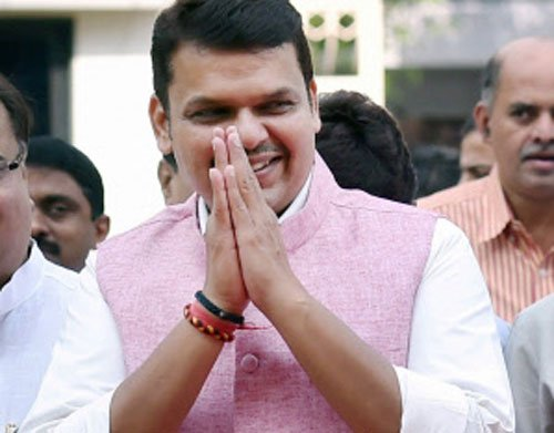Sena trains guns on Fadnavis