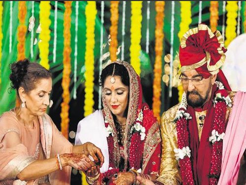 Kabir Bedi slams daughter Pooja over 'venomous comments'