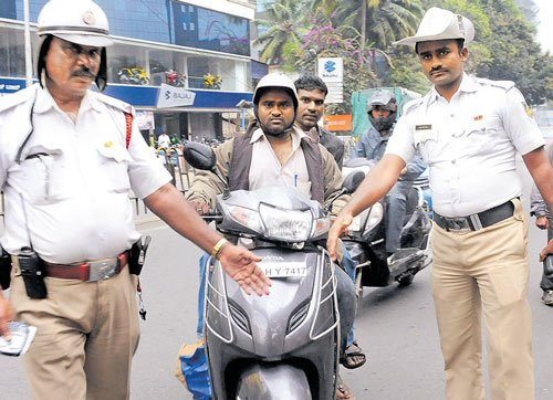 1,520 fined for violating helmet rule