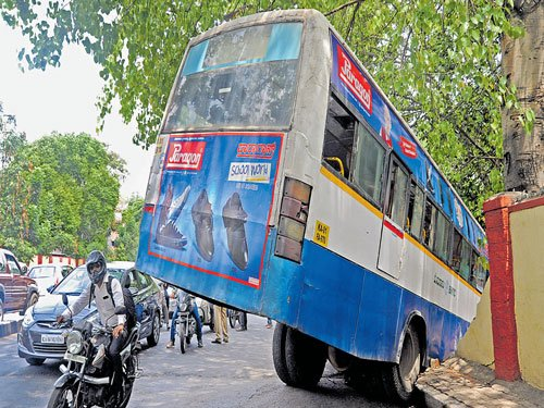 Bus carrying differently abled to PM's programme hits pole, 22 hurt