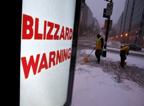 Life-threatening blizzard hits US, 120K left without power