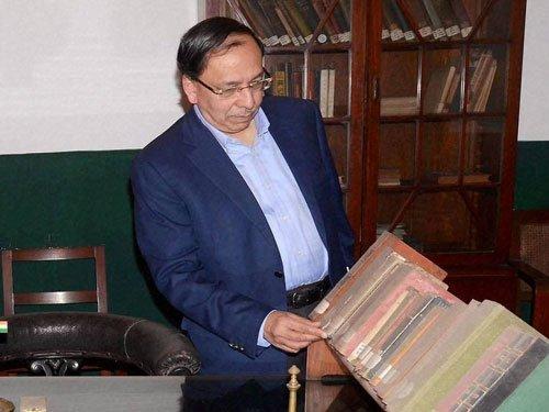 Modi silent on talks with Putin, should have spoken to Abe: Sugata Bose