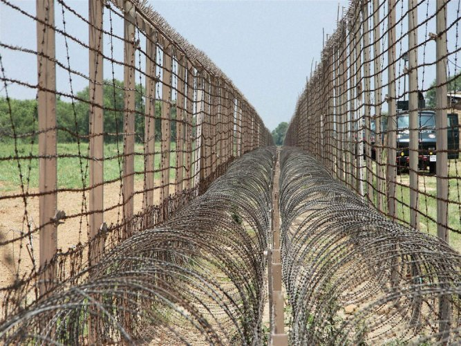 Govt mulls Israel-type fencing along Pak border
