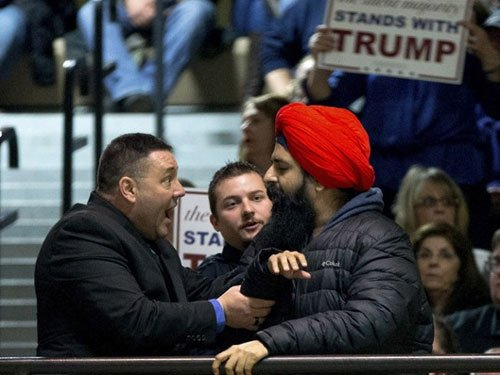 Protesting Sikh removed from Trump rally