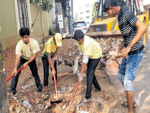 Volunteers clean Navabharath Circle area