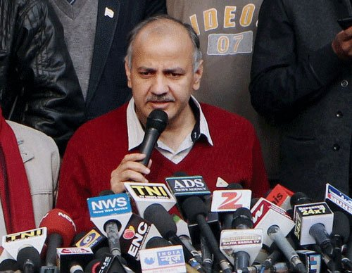 Sanitation workers protest outside Sisodia's residence