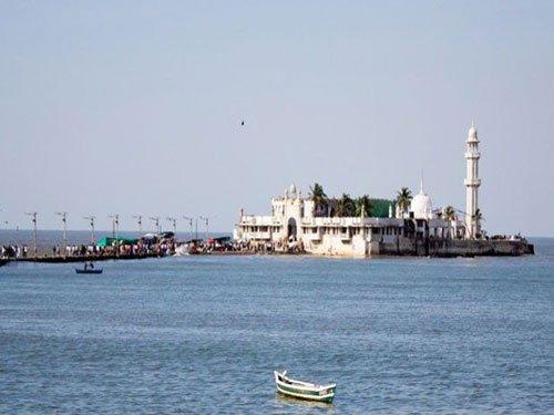 Now, women seek entry into Haji Ali dargah