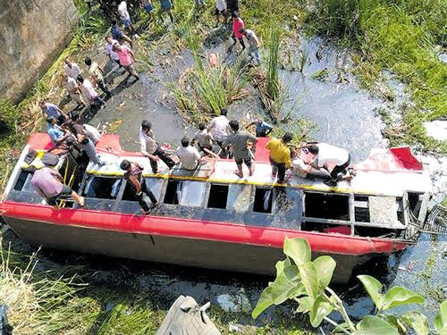 10 dead, many injured in three accidents in State