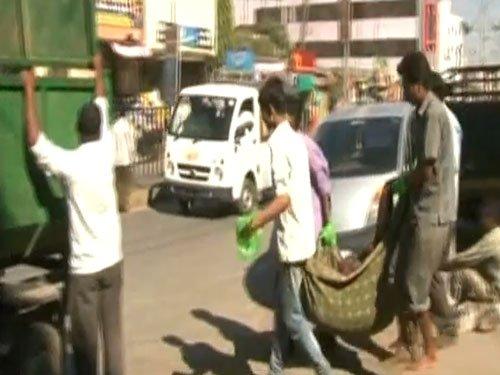 Elderly man taken to hospital in garbage truck in Shirdi, dies