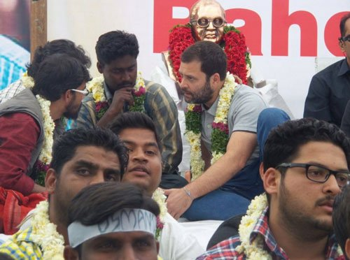 Rahul Gandhi on day-long fast along with agitating students