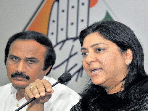 Congress to oppose ban  on women in temples
