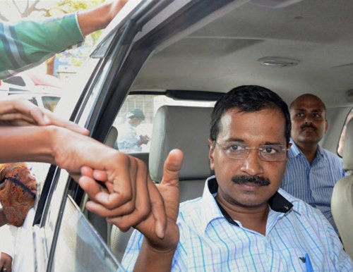 Kejriwal supports demands of protesting MCD employees