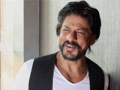 SRK charms lady tourist on tram in Bengal tourism campaign