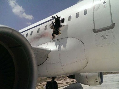 Somalia airplane makes emergency landing after blast: police