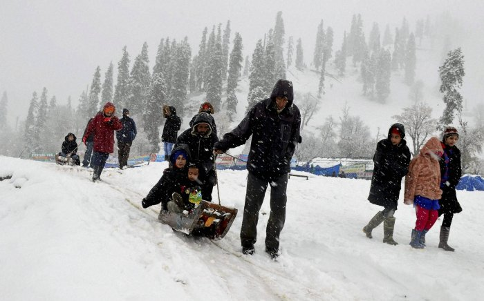 Cold wave continues in Kashmir