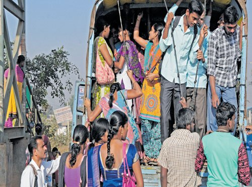 Curbs on pvt buses cheer motorists, irk travellers