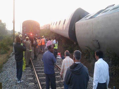 Kanniyakumari-Bangalore Express derails near Somanayakanpatti