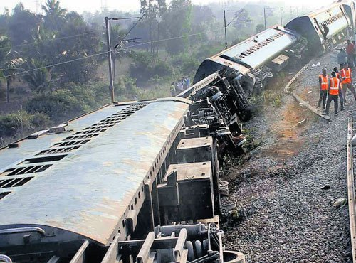 Kanniyakumari Express derails near Vellore, 15 injured