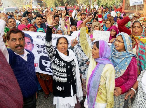 Doctors resume work, but civic workers continue their protests