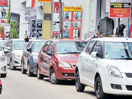 Search for parking space on 'Plonk' app