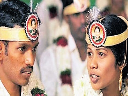Amma's picture is badge of honour for newlyweds