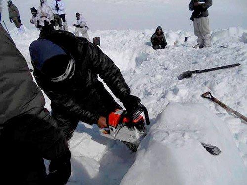 Soldier found alive under Siachen glacier, flown to Delhi hospital