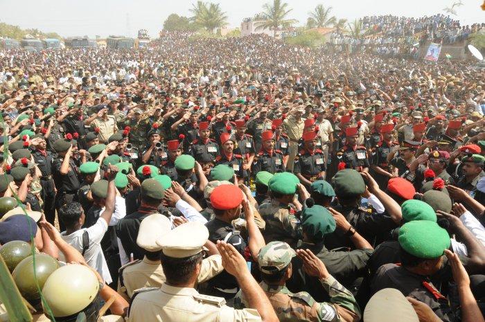 Thousands bid emotional farewell to Siachen braveheart