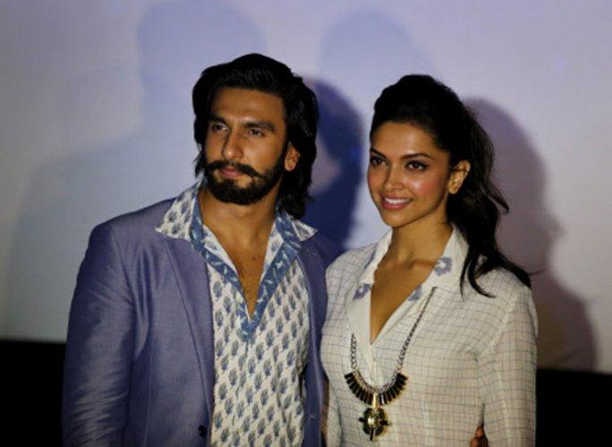'Cool dude' Ranveer visits Deepika on 'xXx 3' sets