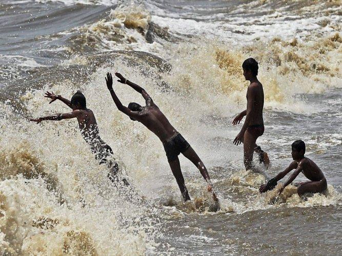 4 young men on a picnic drown in sea near M'luru