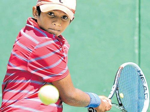 Sandesh, Manish in second round