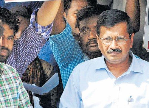 Kejri writes to PM, slams cops for shoddy moves