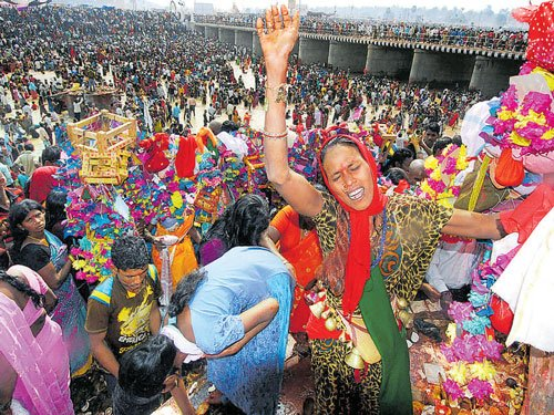 Largest tribal religious fest begins in Warangal
