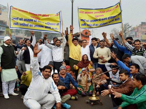 Jats refuse to withdraw pro-quota stir, attack Khattar