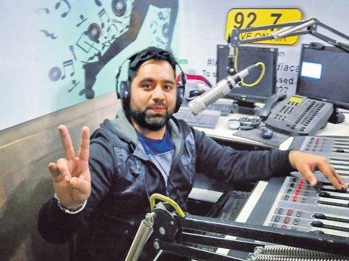 Radio listenership picking up in Kashmir