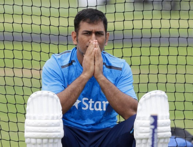 Dhoni suffers injury, Parthiv called as back-up