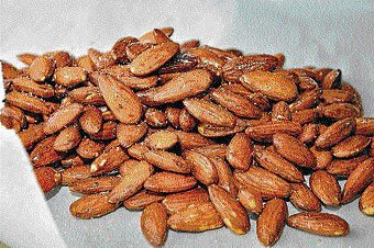 Eating almonds daily may boost health: study