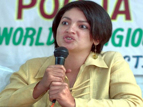 Pooja Bhatt to make acting comeback in film written by father