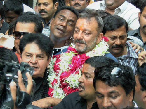Dutt walks out of jail in style