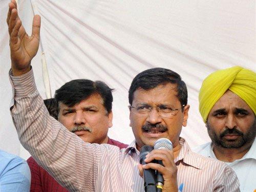 Kejriwal vows to curb mining mafia in Punjab